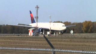 ***Inagural Flight*** Delta Airlines Boeing 777-232ER Takeoff RW12R at Minneapolis International