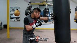 JESSIE VARGAS LOOKING SOLID FOR ADRIEN BRONER! LOOKS FAST & POWERFUL ON THE HEAVY BAG!