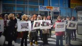 Manifestation de solidarité envers les femmes qui fabriquent nos vêtements