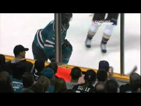 Douglas Murray Eliminates Lubomir Visnovsky - Carlyle Displeased (video)