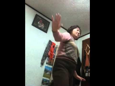 Divertido video de señora bailando por su cumpleaños