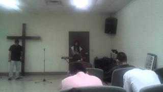 Leslie Singing To God