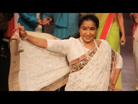 LFW 2013: Asha Bhosle Walks The Ramp To Celebrate 100 Years of Cinema