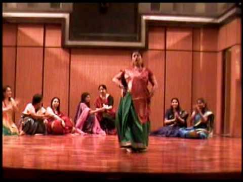 Mere hathon mein nau nau chudiyan hein by Madhumita Saini and...