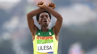 Ethiopian marathoner makes dangerous gesture