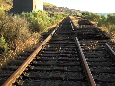 RAILFANING AT RUFUS OREGON.wmv