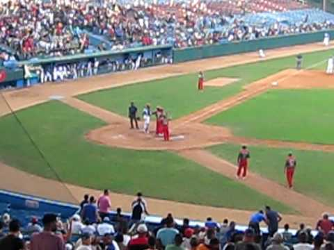 Pedroso Home Run (Beisbol Cubano - Las Tunas) Video