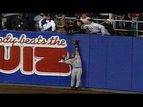 1996 ALCS Gm 1: Maier catches Jeter's home run