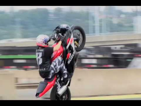 "MOTORCYCLE STUNTS ""CRAZY IN SEATTLE"" CHAPTER 2 TRICKS CRASH & STUNTING"
