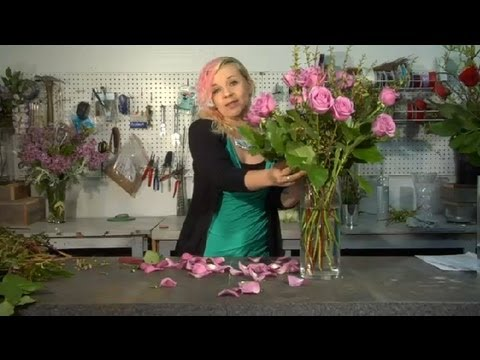 Instructions on Arranging Roses in a Vase : Floral Tips & Ideas
