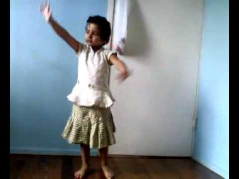 Sadi Farmaish Te (taru S Lovely Dance) video