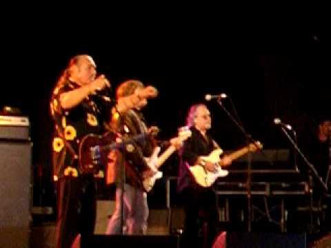 Steve Cropper sings (Sittin on) The Dock of the Bay