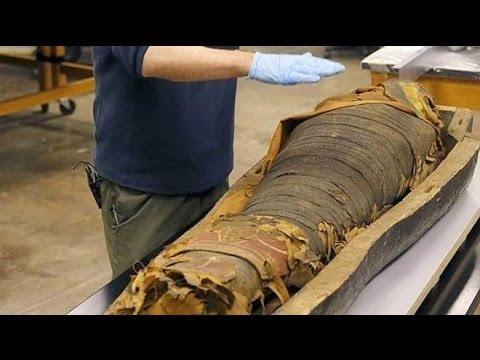 2500 Egyptian Mummy's Coffin Opened By SCientists In Chicago
