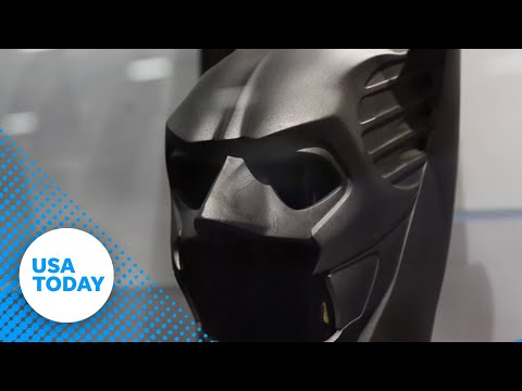 Ben Affleck's 'Batman' costume unveiled at Comic Con
