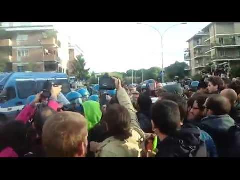 Contestato Draghi a Roma3: la seconda carica della polizia