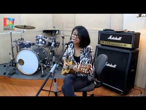 DescribeIndonesia.com - Live D! Studio: Tika Prasastya - Ayam den Lapeh MP3