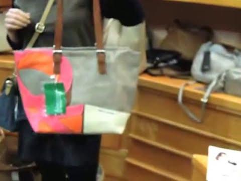Idoya nos enseña bolsos Sisley y Benetton en Bolsos metro.