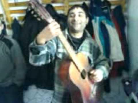 Циган Яшка жгет на гитаре