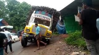 Live accident at kalikavu vandoor road heavy lorry over load accident