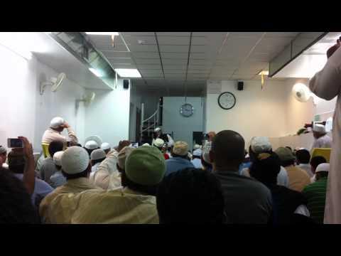 Muhammad Ka Roza Qareeb Aaraha Naat By: Junaid Jamshed