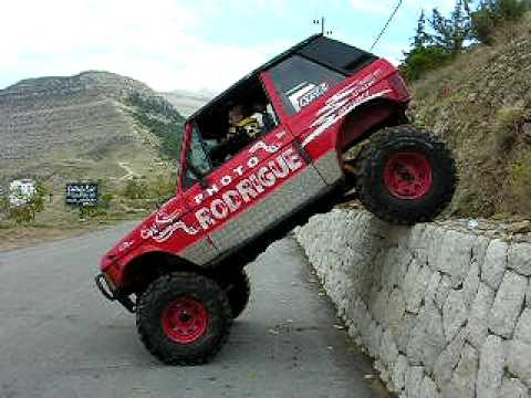 Duvara Tırmanan Range Rover