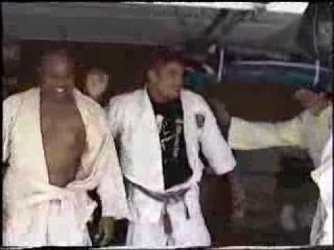 Rolling with Rickson Gracie in his garage Image 1
