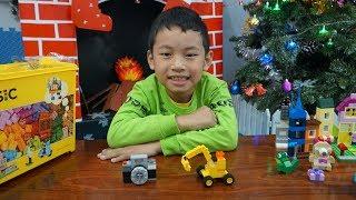 Đồ chơi xếp hình Lego Classic - Bé Minh ghép hình máy ảnh và xe máy xúc đồ chơi trẻ em