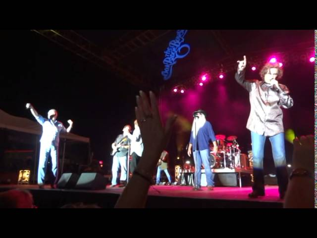 "The Oak Ridge Boys ""Elvira"" Live in Emmetsburg IA 2014-07-11"