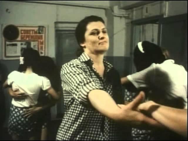 Дискотека в женской колонии в фильме Женская тюряга (1991) Лесб
