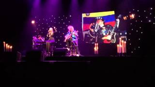 Brian May & Kerry Ellis - Kissing Me Song @ One Voice Tour @ Milano