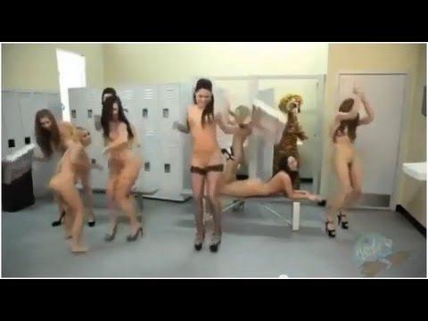 Голые Танцующие Дома Девушки Видео