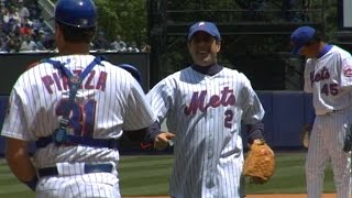 Jerry Seinfeld throws first pitch at Shea