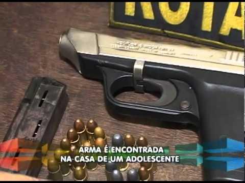 Arma é encontrada na casa de um menor