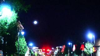 UFO Lights and Orbs are Back in Western Massachusetts (UFOs Releasing Glowing Orbs Again)