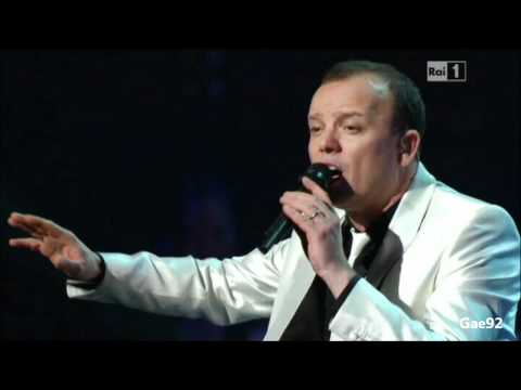 Gigi D'Alessio - Lacrime Napulitane - Radio City Music Hall