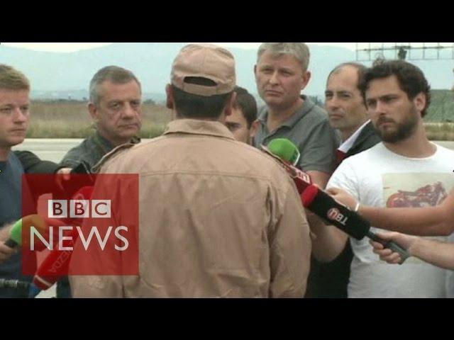 'No warning' - Russian pilot shot down by Turkey on Syria border - BBC News