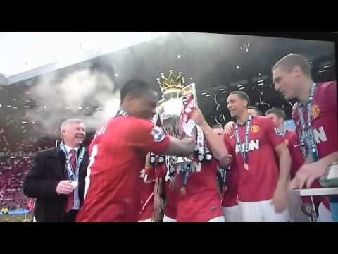 Manchester United trophy Celebrations 2013