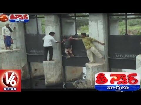School Children Risk Their Lives Crossing Collapsed Bridge in Gujarat's Kheda | Teenmaar News
