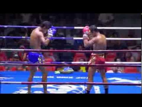 Sak Rawai Muay Thai gets cut from elbow: 14 December 2013 Image 1