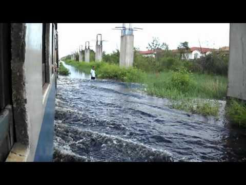 SRT Thailand Flooding 2011 #1 รถไฟลุยน้ำ