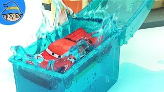Disney Lightning McQueen cars go to car wash center. Car Toy Story Video.