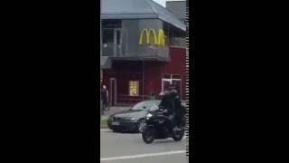 Террорист начал стрелять в людей на улице Германия, Мюнхен