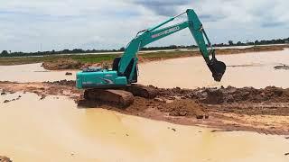 รถแบคโฮโกเบวิดน้ำ ตักน้ำออก | Excavator KOBELCO SK200 | ชินกฤช ว่องไว