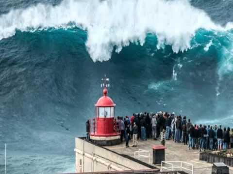 "TERKINI ! video penampakan ""Gelombang laut terbesar didunia "" tunduk di kaki pria Hawaii !"