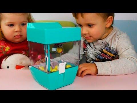 ★ ДОСТАНЬ ИГРУШКУ Детский Игровой Автомат с Музыкой Распаковка vending machine unboxing Roma Show