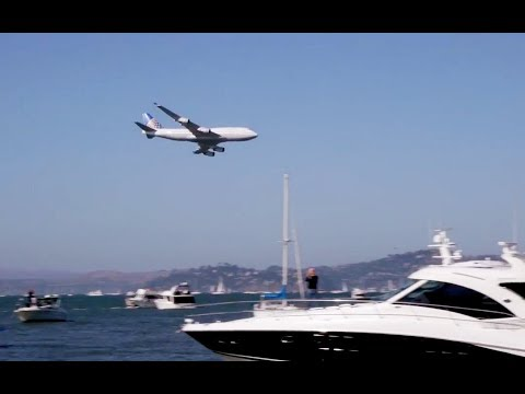 United 747 flies over golden gate bridge at its last ever fleet week