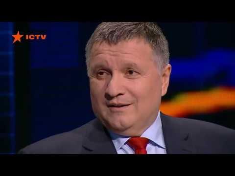 Министр Аваков принёс в студию загадочную quotпростынюquot Почему никто не спросит, что у меня тут стоит?