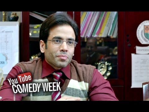 Tusshar Kapoor's Sting Operation - Comedy Sequence - Bajatey Raho
