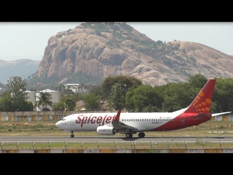 Spicejet 737-800 (vt-sgh) Departing Madurai - Sep 2012. video