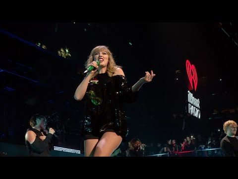 Taylor Swift slays at the Jingle Bell